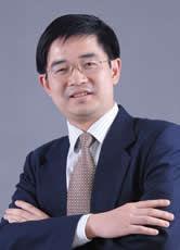中国人民大学高级管理培训中心 刘刚 刘刚,博士。现任中国人民大学商学院教授、博士生导师,商学院院长助理、企业管理系主任、案例研究中心主任等职务。主要研究方向:企业战略与文化、传统管理思想。主要讲授课程:为DBA、EMBA、MBA、EDP、普硕、本科学生讲授:企业战略管理、传统文化与企业管理、管理学原理、领导力与执行力、企业文化等课程。主要社会兼职:先后担任中国企业管理研究会常务理事、中国社会科学院企业社会责任研究中心副理事长、北京现代企业研究会秘书长等职务。主要荣誉与奖励:先后荣获中国人民大学商学院EMBA最佳教师奖及教学贡献奖、国家局第二次全国农业普查招标课题评审一等奖、第四届蒋一苇企业改革与发展学术基金奖专著奖、北京市教育教学成果(高等教育)二等奖等奖项。主要科研项目:1.主持北京燃气集团发展战略研究项目,2005年2.共同主持国务院国有资产监督管理委员会《中外企业管理经典案例》(中央组织部统一组织编写)编写项目,2004年-3.参与中国社会科学院重大课题中国企业管理科学化及其方法论问题研究项目,2003-2005年4.主持苏州净化集团改制方案研究项目,2004-2005年5.主持广东神州制药有限公司财务控制项目,2004-2005年6.参与中国社会科学院重大课题中国工业现代化问题研究项目,2001-2004年7.主持苏州证券(现更名为东吴证券)有限责任公司我国证券公司的集团化战略研究项目,2001年8.参与农业部农产品期货研究项目,1995年