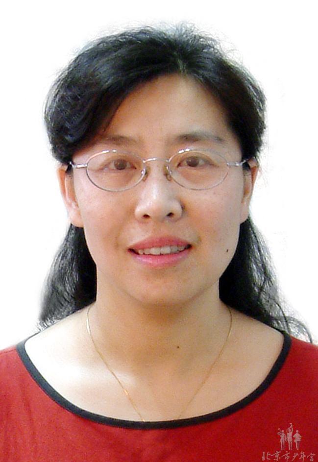 """北京学生活动管理中心 高超 高超,毕业于首都师范大学音乐学院,获文学学士。中学一级教师。1987年8月至今在北京市少年宫任二胡教师和民乐团教师。现任中国音乐家协会二胡学会理事,中国民族管弦乐学会胡琴专业委员会理事。她所辅导的学生,多次在中小学艺术节比赛和各级民乐比赛中获奖。2007年8月举办的首届全国二胡北京邀请赛,她的学生同时取得小学一组、小学二组、小学三组一等奖的好成绩。2007年8月,高超担任指挥的民乐合奏获得北京市第十届校外艺术节一等奖。被中国音乐家协会授予""""突出贡献奖"""",获中国民族管弦乐学会颁发的""""优秀指导教师奖"""",获中国音乐家协会二胡学会授予的 """"园丁奖""""。曾出访德国、法国、荷兰、比利时、奥地利、韩国、澳大利亚、等国家和中国台湾岛。在教学中注重细节,注重养成教育。本着传承与创新,教书育人,的理念,从学习兴趣出发,在培养技能的同时,注重培养能力。在学习各个阶段,让学生体验成功的喜悦。教会学生用心灵感受音乐的美,从而热爱自然,热爱生活。在集体授课的前提下,力求因材施教,个别辅导,始终把教育教学质量放在第一位。"""