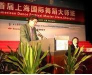 """上海戏剧学院 李海霞  国家一级演员,硕士生导师。现任上海戏剧学院舞蹈学院副院长,中国舞蹈家协会会员,上海舞蹈家协会理事。中国农工民主党上海戏剧学院附属戏曲学校支部主任委员。中国农工民主党上海文艺工作者委员会委员。自1994年至今,李海霞连续三届被聘为上海市艺术系列高级专业技术任职资格评审委员会委员。荣获文化部教科司颁发的中国青少年艺术大赛舞蹈比赛评委资格证书。被文化部聘为全国青少年艺术大赛第七届""""桃李杯""""舞蹈比赛评审委员会委员。2003年当选为闵行区第三届人大代表。目前该同志主要负责舞蹈学院教学、科研、及教学演出创作任务,从舞蹈学院成立以来,领导学院在教学、科研、创作演出方面展开了卓有成效的工作,本人亲自主持市级科研项目《上海舞蹈表演尖子人才培养研究》的课题研究,并指导教师展开《中国古典舞身教材创新探索》、《中国古代舞蹈审美研究——中国古代舞蹈姿态战士》等课程内容改革的活动。带领中国舞教育高地进行卓有成效的教学探索。  李海霞同志曾多次荣获包括上海白玉兰奖和文化部颁发的各类奖项。多次被评为上海市文化局先进工作者以及""""三八""""红旗手,曾获得了文化部颁发的全国青少年艺术大赛第七届""""桃李杯""""舞蹈比赛""""园丁奖""""。  李海霞同志先后在大型舞剧《岳飞》、《大禹的传说》、《倾国倾城》、《苏武》、《金舞银饰》、《胭脂扣》等剧中担任主要演员。同时演出了几十个经典的剧目,如:《剑舞》、《春江花月夜》、《化蝶》、《友爱》、《莫高美神》、《十面埋伏》、《惊变》、《渔舟唱晚》、《辉煌的梦》等。  自1982年起,先后出访过美国、阿根廷、智利、秘鲁、哥伦比亚、日本、比利时、法国、荷兰、卢森堡、德国、新加坡、泰国等国以及台湾、香港、澳门等地区。其主要获得荣誉如下:1984年第二届华东六省一市舞蹈汇演三等奖1984年荣获上海市文化局嘉奖1986年第二届全国舞蹈比赛三等奖1989年首届国际标准舞比赛""""恰恰舞""""一等奖1989年首届国际标准舞比赛""""伦巴舞""""二等奖1989年首届国际标准舞比赛""""桑巴舞""""二等奖1989年全国第三届国际标准舞比赛乙组拉丁舞第一名1990年荣获上海市文化局授予记大功1991年""""91年上海舞蹈比赛""""优秀表演奖1992年首届""""鲁家贤""""艺术奖1993年第十五届""""上海之春""""""""梅山杯""""优秀舞蹈表演奖1995年上海白玉兰戏剧表演艺术奖主角奖1995年荣获上海市文化局""""三八红旗手""""称号1999年荣获上海市文化局""""三八红旗手""""称号2003年第七届桃李杯舞蹈比赛园丁奖2006年第八届桃李杯舞蹈比赛园丁奖2009年第九届桃李杯舞蹈比赛园丁奖2009年上海市优秀教学成果奖2010年教育部全国""""十一五""""教育科研优秀教学成果一等奖并荣获教育部全国""""十一五""""教育科研优秀工作者称号1984年荣获第二届华东六省一市舞蹈汇演表演三等奖"""