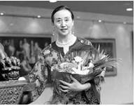 """上海戏剧学院 朱美丽  国家一级演员,芭蕾舞教育专家,硕士生导师。现为上海戏剧学院舞蹈学院芭蕾系主任。2005年起享受国务院特殊津贴。1966年毕业于上海市舞蹈学校芭蕾科,同年进入上海芭蕾舞团担任演员。1995从事芭蕾舞教学。在多年的教学中,培养了包括梁菲、姚伟、方仲静、张静等数名在国际芭蕾舞坛崭露头角的芭蕾舞演员。也培育了袁雯琪、陈俐、肖旻斐、朱洁莹、李晨晨、刘思睿芭蕾舞优秀人才。由其指导排练的作品《柴可夫斯基狂想曲》曾荣获07年华东六省一市大学生舞蹈比赛获评委会特别大奖、08年华东六省一市专业舞蹈比赛获评委会特别大奖、08年第六届荷花杯舞蹈大赛获作品金奖。指导排练作品《秋》荣获文华艺术院校奖第九届桃李杯舞蹈比赛芭蕾群舞作品金奖、表演银奖。由于朱美丽老师的优秀教学成果和德艺双馨的工作热情,她本人也屡获殊荣和表彰。曾三次荣获""""胡楚南艺术奖励金""""杰出教师奖、连续五次荣获""""桃李杯""""舞蹈比赛""""园丁奖""""、连续两次荣获上海市十佳优秀舞蹈工作者、2002年获宝钢优秀教师奖、2003年上海市第三届德艺双馨文艺工作者光荣称号、2004年上海""""师德标兵""""、全国师德标兵先进工作者光荣称号、2008年上海市艺术人才奖教金、2009年荣获上海市教学成果奖以及全国优秀教师光荣称号,2010年授予上海先进工作者称号以及全国优秀教师光荣称号。朱美丽老师还多次受邀担任日本名古屋、韩国首尔等国际芭蕾舞比赛的评委,多次担任桃李杯舞蹈比赛芭蕾舞组别的评委。"""
