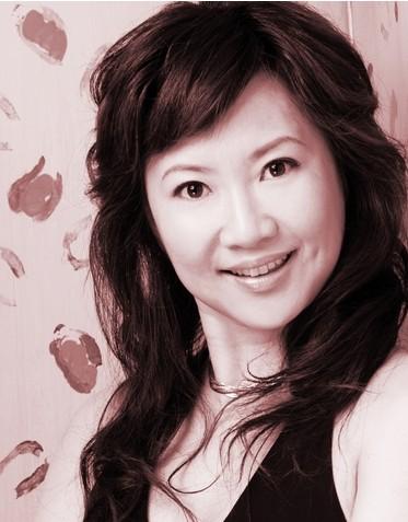 """上海戏剧学院 宋颂  宋颂,上海戏剧学院表演系副教授,女高音歌唱家。本科毕业于上海音乐学院声乐系美声专业,师从于著名歌唱家、声乐教育家周小燕、温可铮教授。 2004— 2006年由国家教委留学基金委专家评审组选赴俄罗斯格涅辛国立音乐学院攻读硕士学位,师从于俄罗斯著名歌唱家、声乐教育家列夫科和舍韦廖娃教授。并以优异成绩获得声乐与演唱硕士学位。  2005年5月,胡锦涛主席访俄期间,应邀参加了为反法西斯抗战胜利60周年举办的大型庆典演出,并受到胡锦涛总书记的亲切接见。  在莫斯科出演过威尔第歌剧《茶花女》和普契尼歌剧《波西米亚人》中第一女主角;并多次在国内外举办个人演唱会;2006年4月,参加在俄罗斯莫斯科举办的第一届""""现代艺术与教育""""国际比赛,荣获""""独唱艺术表演奖"""";2000-2001年度获上海市教委颁发的""""上海高校优秀学生政治辅导员""""光荣称号;2007年11月,荣获上海市人事局评选的""""上海市第二届出国留学人员优秀成果奖""""2009年7月,论文""""戏剧理论创造的检阅—《戏剧艺术三十年丛书》述评""""在《上海戏剧》发表2006年7月,论文""""俄罗斯歌剧之光""""在《音乐世界》发表2006年8月,在《人民日报》刊登文章""""在俄罗斯看歌剧""""  在校期间接受了严格的女中音、女高音训练,学唱了大量的中外艺术歌曲和中外歌剧咏叹调,同时也参加周小燕歌剧中心的歌剧表演训练,经常参加各类演出和国内外专业交流活动。1996年1月,在威尔第歌剧《弄臣》中饰演玛达内娜。1997年5月入选在上海歌剧院排演的比才歌剧《卡门》中成功地扮演了女主人公米开埃拉,并在""""上海之春""""公演中获得好评。1999年为20集电视连续剧《生死之门》演唱主题曲。2001年6月和9月在上海成功举办了两场独唱音乐会,并获得好评。2006年1月,在俄罗斯格涅辛音乐学院排演世界著名歌剧《波西米亚人》中担任第一女主角——女高音咪咪,获得极大成功,广受专家好评。新华社及《光明日报》已专题报道。2006年6月,在俄罗斯格涅辛国立音乐学院音乐厅成功举办了独唱音乐会。获得当地专家、学院导师的很高评价。2006年9月,在上海成功举办""""宋颂留俄汇报音乐会""""。上海东方广播电台《星期广播音乐会》已作专题播出整场音乐会实况。2006年11月,应邀在江苏淮阴师范大学举办的""""上海音乐学院、上海戏剧学院——专家系列讲座""""中主讲声乐。由上海电视台音乐频道制作了专题节目,并在""""敦煌国风""""栏目播出。2007年3月,在莫斯科为庆祝""""中国年""""出演歌剧《茶花女》第一女主角:薇奥列塔。中国国际广播电台做专题已播出,《光明日报》已刊登专访报道。2008年3月,在上海八万人体育馆参加""""为奥运加油――上海大型演唱会""""2010年1月,在湖南省文化厅、湖南电视台、湖南省演出公司、湖南省交响乐团、湖南大剧院等单位联合举办的""""湖南新年音乐会""""上担任女高音独唱任教以来,能严守教师职业道德,责任心强。根据艺术院校的特点,严格要求自己,努力提高自身的专业素质,定时请教专家,不断吸收新知识、新信息、工作认真负责。以教书育人为原则,作学生的良师益友,自1999年担任班主任以来,多次被评为学校优秀班主任,并荣获2000-2001年度""""上海高校优秀学生政治辅导员""""称号。所带班级也被评为学院唯一的院先进集体,受到关注与好评。所教学生多次在国内演唱和演讲比赛中获奖。部门动态10-31 耶日.格洛托夫斯基精神的延续——向二十世纪耀眼的戏剧大师致敬!09-17 表演系党支部举办""""建设学习型党组织""""第十四次活动07-25 2011级表演进修班顺利结业"""