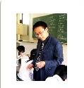 """复旦大学 张雪明 教育格言:""""美是真理的光辉!""""最得意的作品:每一节课教育信念:追求美教育方法:因适切而变化教育期待:回归本真教育成果:上海市特级教师江苏省特级教师华东师范大学国家公费生兼职导师坚持以个性化、过程化、常识化、本质化为教学原则,致力于课程与学科教学论的研究与实践,曾分别主持区、市级课题研究多项,获得市级以上教育科研成果奖10余项,在全国有影响的专业期刊上发表论文50余篇,主编、著述各种书籍40余册"""